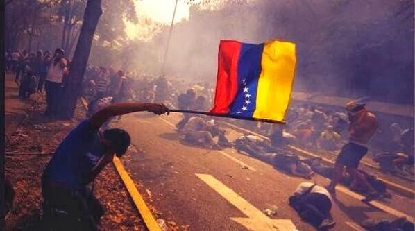 Risultati immagini per venezuela rivolta nudi