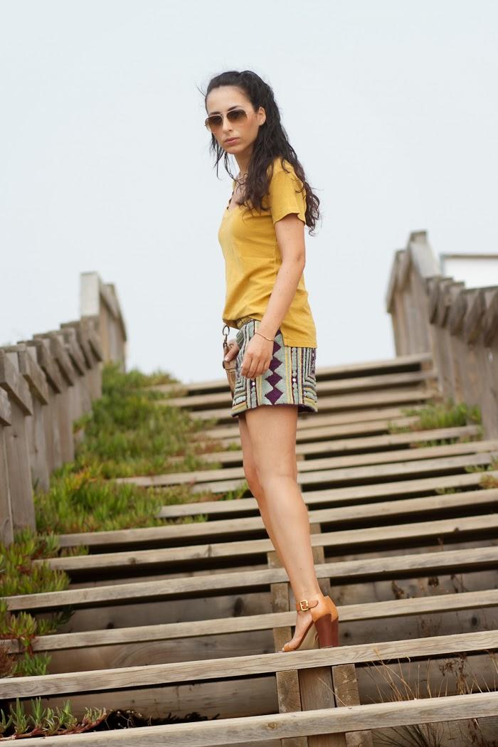 Look con Falda bordados étnicos y espejos de Zara de color morado y mostaza