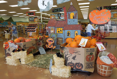 Santa Maria Trader Joe's Halloween Display, © B. Radisavljevic