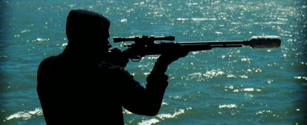 винтовка с самодельным глушителем из бутылки
