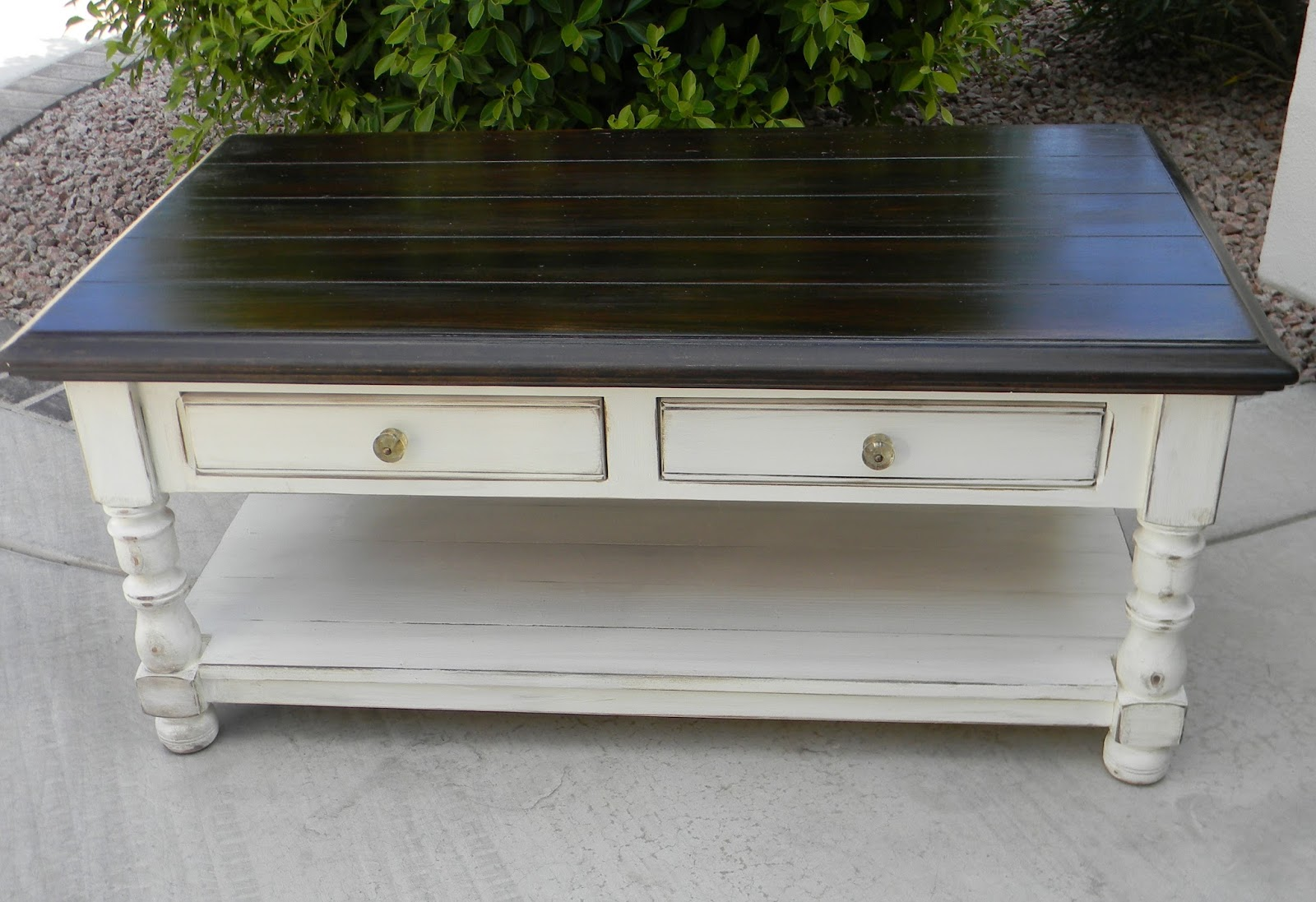 Painted Coffee Tables ~ Little bit of paint refinished coffee table