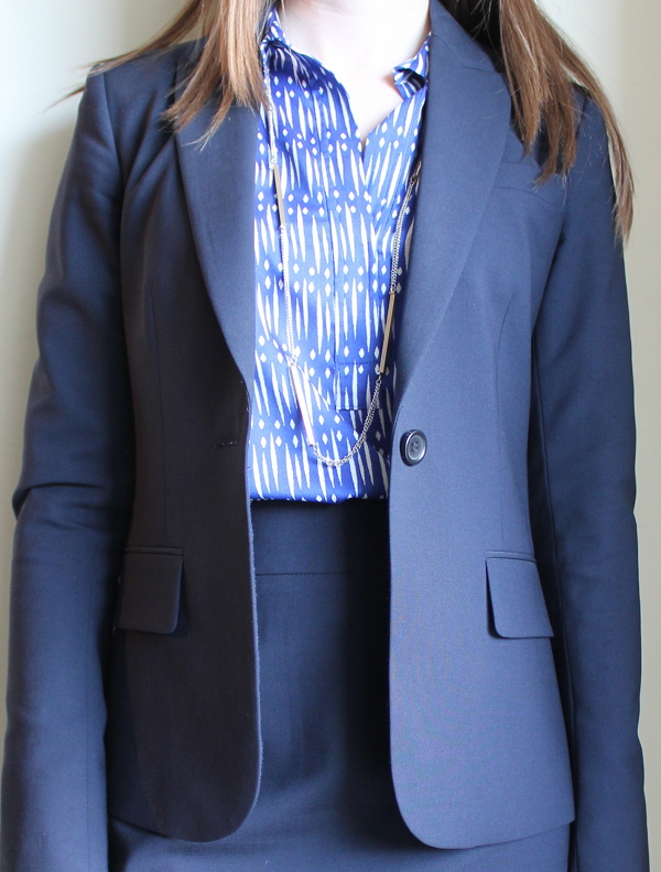 lawyer fashion blog, professionally petite, petite blog, theory gabe b blazer, theory golda skirt, ann taylor dashing dots tunic, ann taylor mesh chain and bar necklace