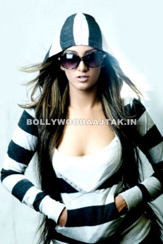 Mathira Mohammed Hot Pic1 - Mathira Hot Pics - Pakistani Actress Mathira Mohammed