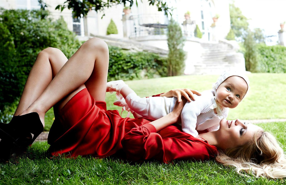 Natasha Poly & Aleksandra photographed by Mario Testino for Vogue Paris October 2014 / baby girl, mother & daughter fashion editorials / models & their children / via fashioned by love british fashion blog