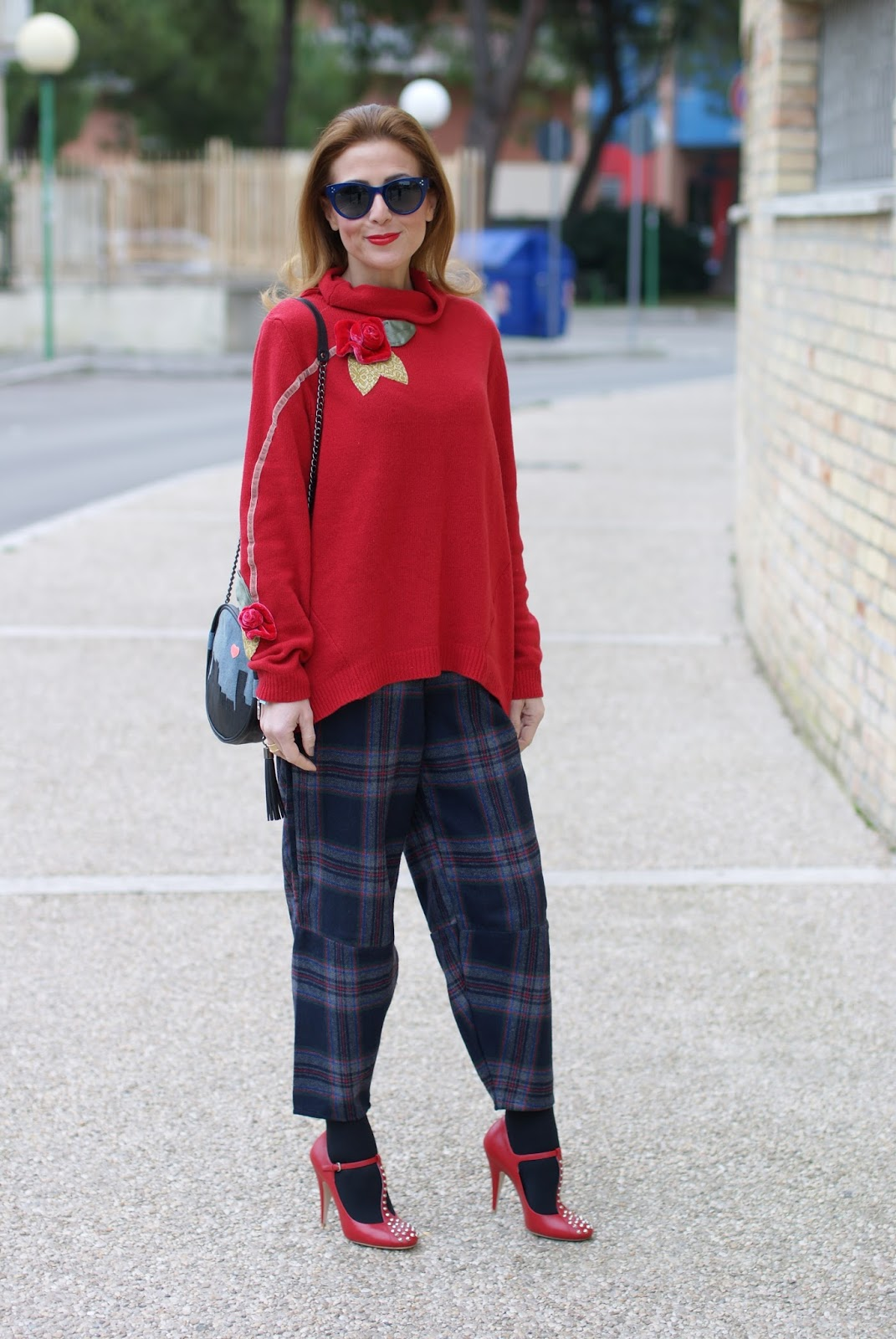 How to wear Choies Plaid pants, Rosè a Pois sweater and Miu Miu Mary Jane pumps on Fashion and Cookies fashion blog, fashion blogger style