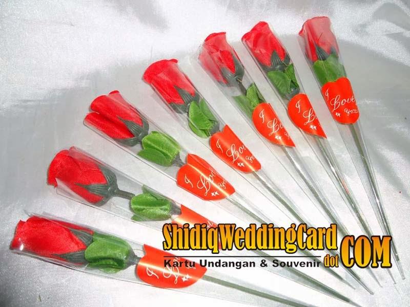http://www.shidiqweddingcard.com/2014/02/souvenir-kuncup-bunga-tulip.html