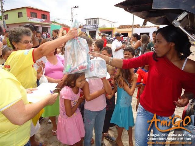 Grupo de Solidariedade AmiGO realizou sorteio de um computador e a distribuição gratuita de 150 kits escolares no município Gentio do Ouro: