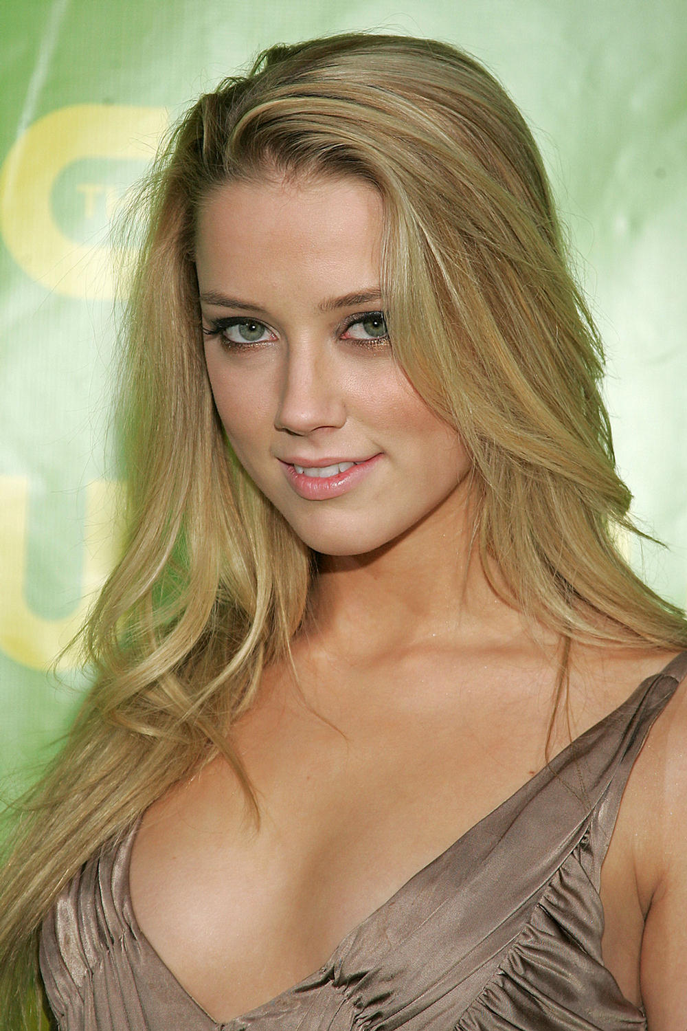 Super Hollywood: Amber... Amber Heard