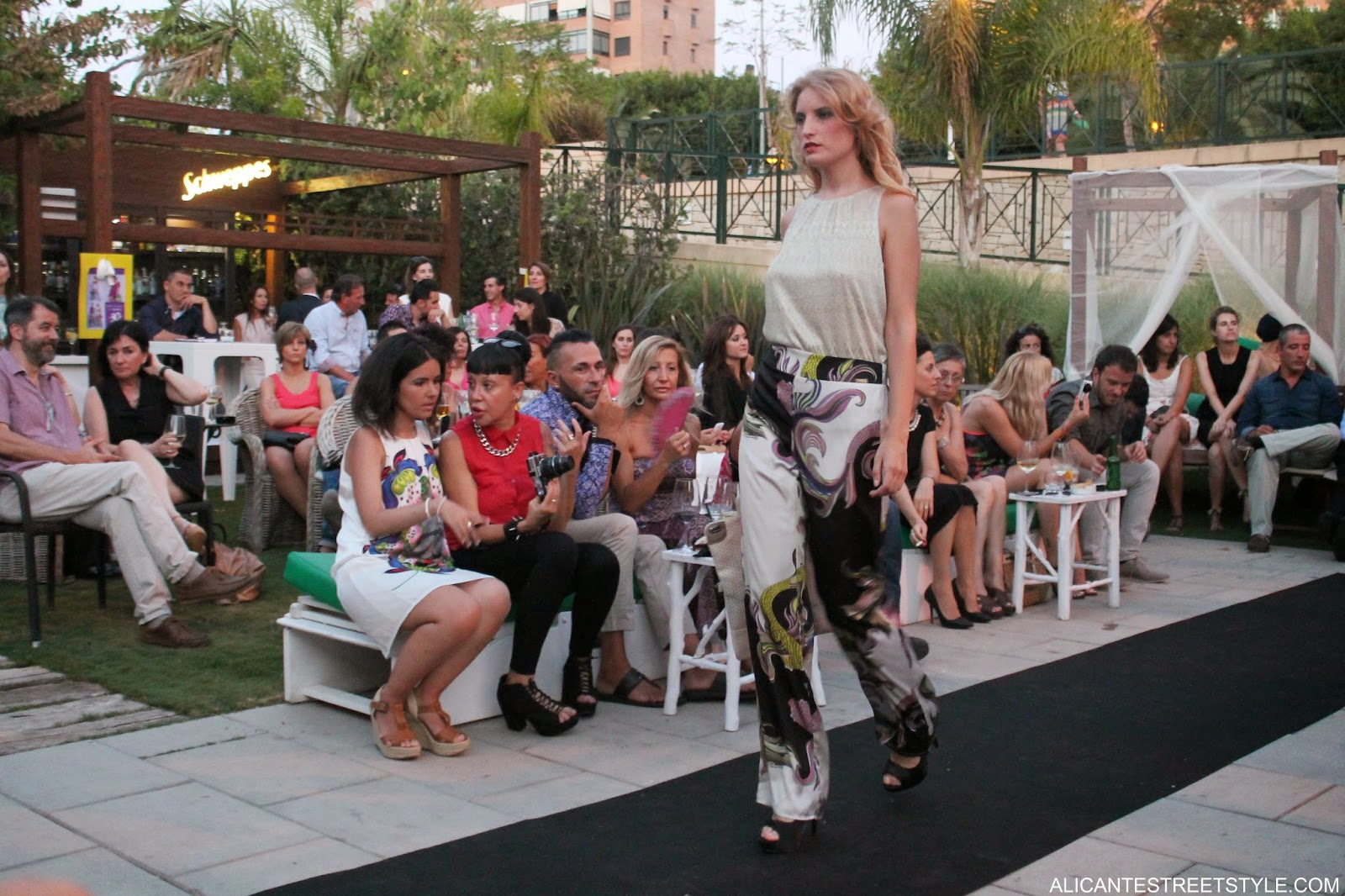http://www.alicantestreetstyle.com/2014/07/caso-de-exito-de-la-moda-alicantina.html