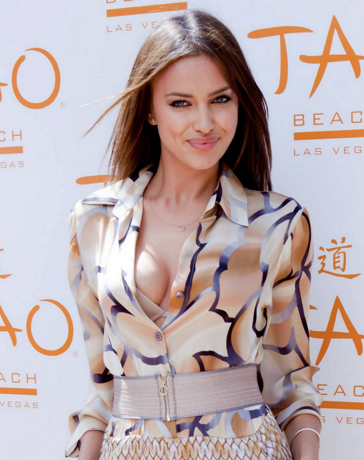 http://4.bp.blogspot.com/-IGsuu2wTPvM/TaTjRUKaG6I/AAAAAAAAL-o/qlK06CmO7js/s1600/Irina+Shayk+%2528The+Conspirator+Premiere+%2526+TAO+Beach+Season+Opening%252CNew+York%2529+HQ+%25286%2529.jpg