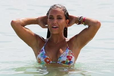 Sexy Sylvie in piepkleine bikini