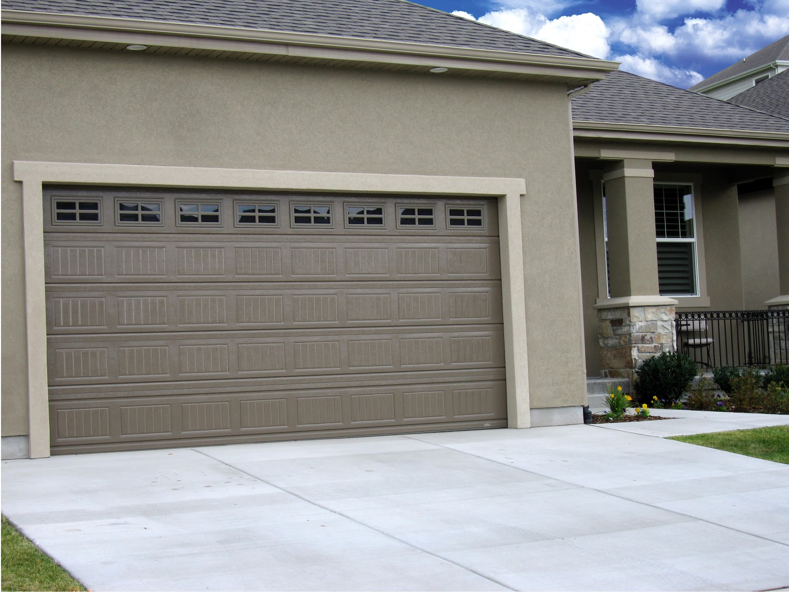 Arizona garage door garage doors garage doors tucson for Garage door repair in gilbert az