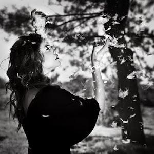 Un amor real es como dormir y estar despierto.Charly García