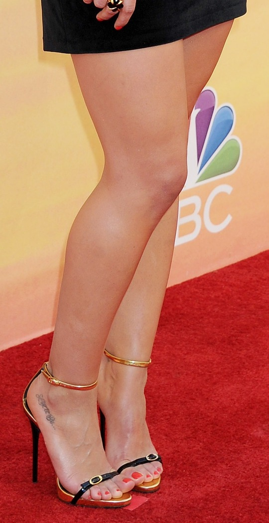 CelebrityGala: Hilary Duff Sexy Legs - iHeartRadio Music