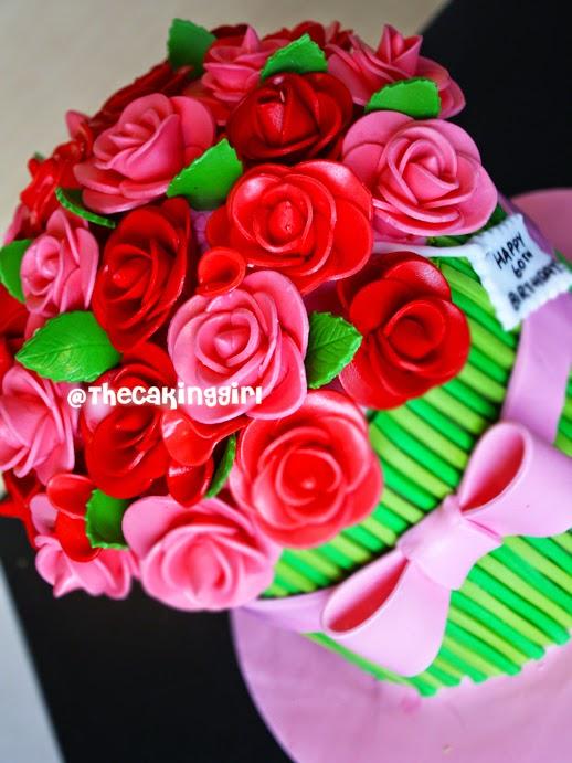 pretty fondant flowers cake