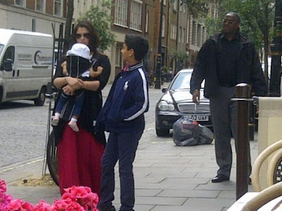 Aishwarya Rai spotted at London Street with her Daughter Aaradhya