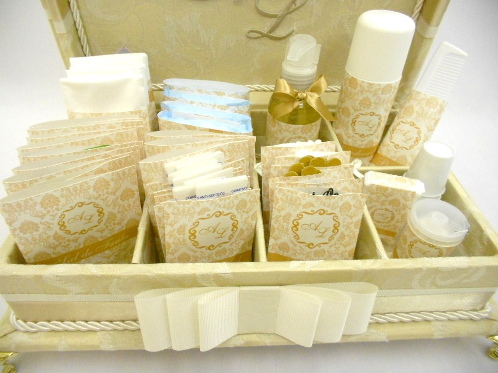 Caixa Kit Toalete com bordado na tampa e embalagens personalizadas. Um  #634905 1024 768