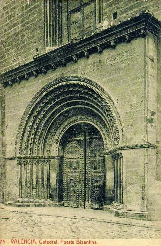 Puerta de la Almoina.