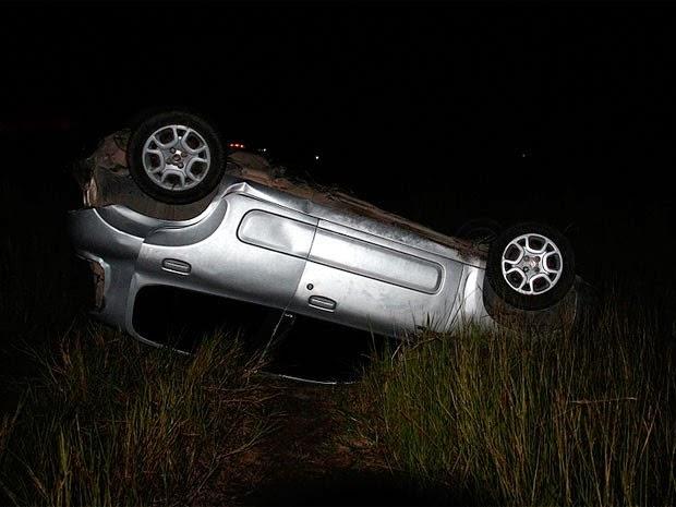 Segundo testemunhas, motorista perdeu controle da direção ao entrar em uma curva (Foto: Site Radar 64)