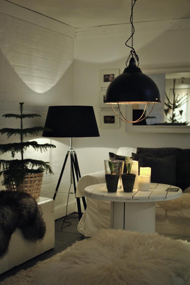 hannashantverk.blogspot.se jul vardagsrum rumsgran grislampa