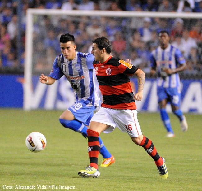 Flamengo e seus jogos: Emelec (EQU) 3 x 2 Flamengo