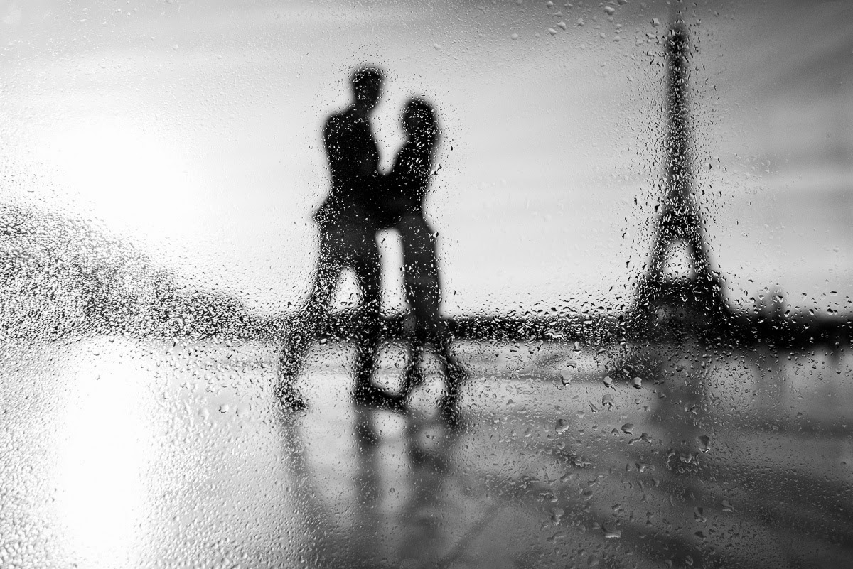 romantic couple in rain - Eiffel Tower couple