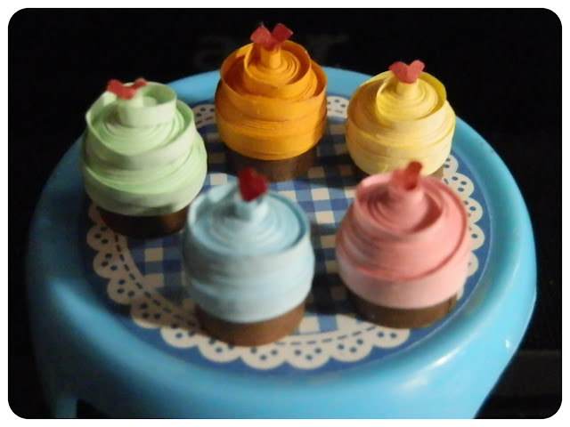 Miniature Quilled Cupcakes