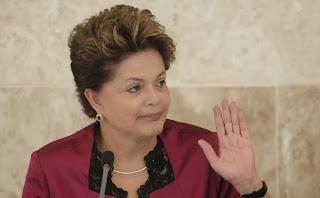 Dilma Rousseff vetou integralmente o Projeto de Lei 98/2002 que criava, incorporava, fundia e desmembrava municípios.
