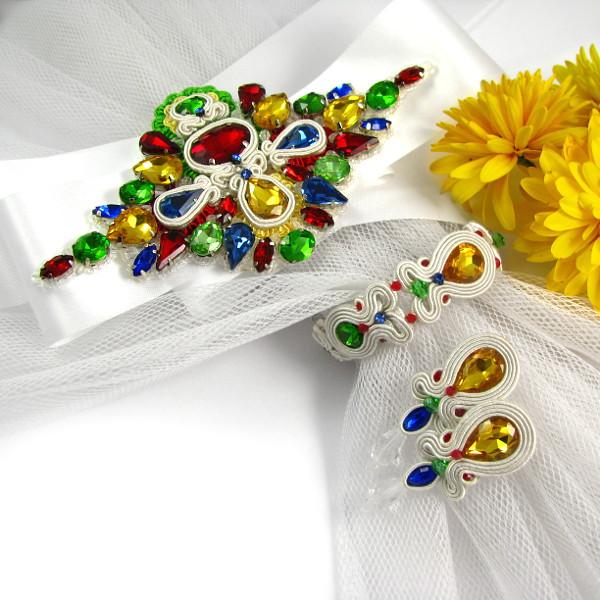 folkowa aplikacja na suknię ślubną
