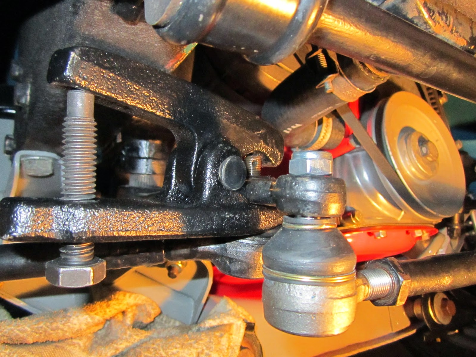 Splitting the tie rod joints Volvo 122S