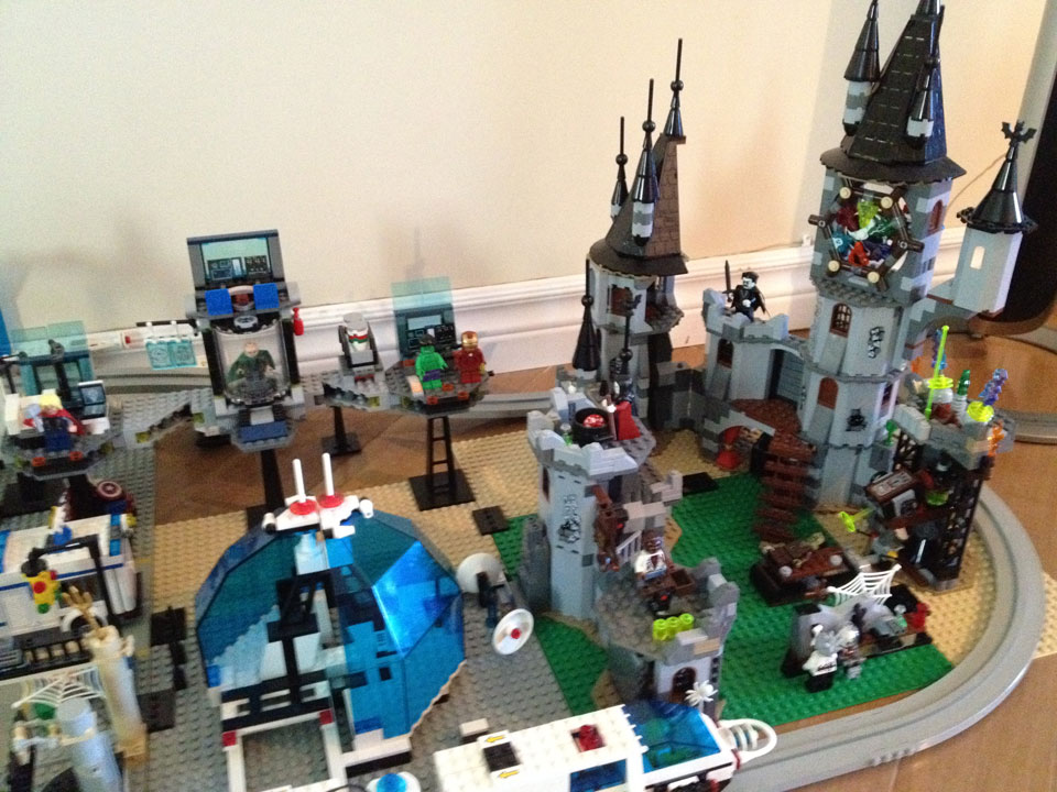 Fully Jointed Play Figures: Our Lego city