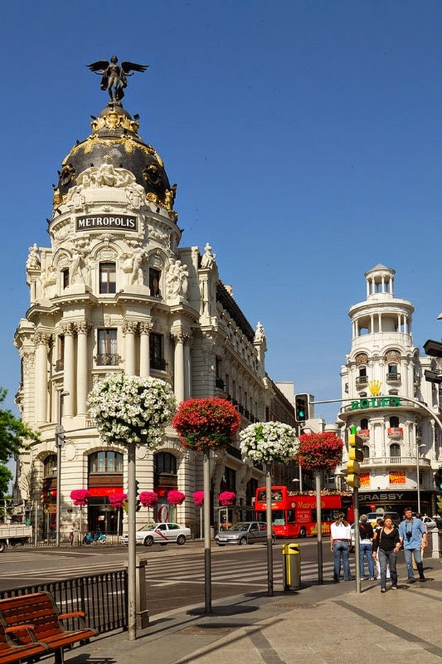 25 beautiful photos that will make you want to visit madrid spain travel and see the world - Metropolitan spa madrid ...