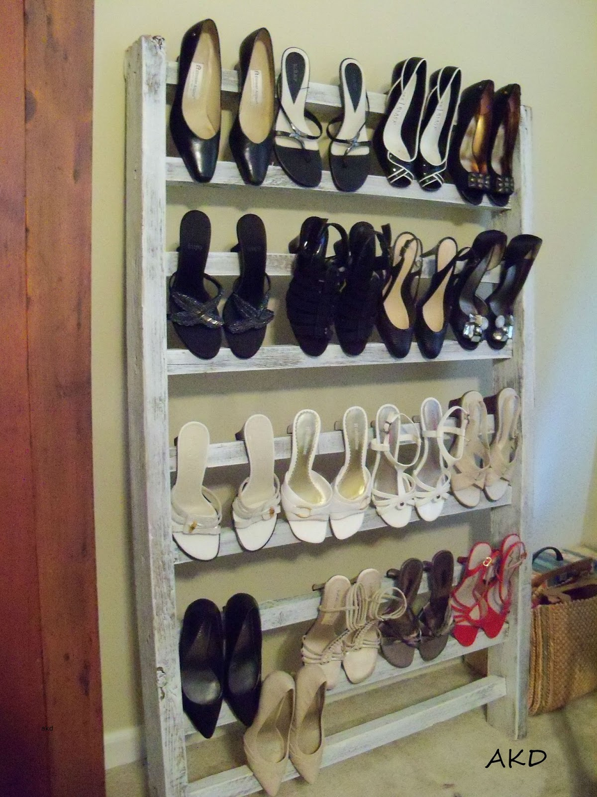moments in time my journey diy shoe rack for a small. Black Bedroom Furniture Sets. Home Design Ideas
