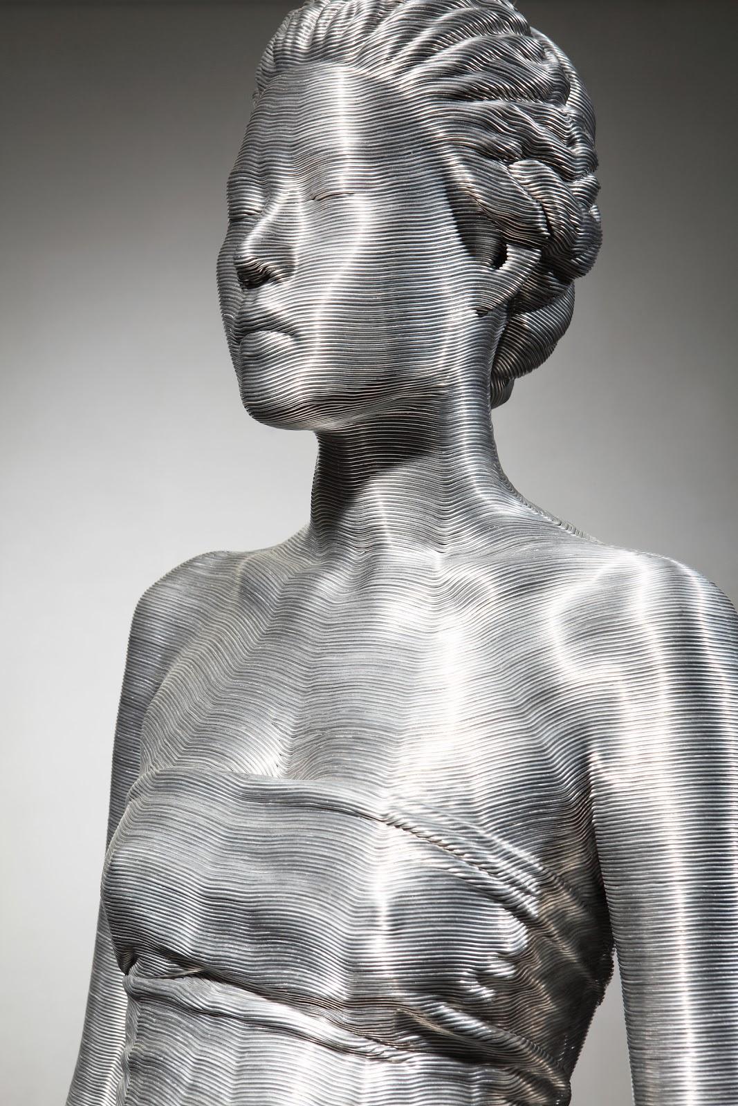03-Park-Seung-Mo-South-Korean-Artist-&-Sculptor-Wire-Sculpture-www-designstack-co