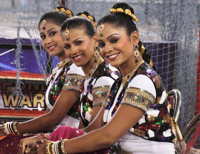 Ipl Cheer Leaders wallpaper In saree