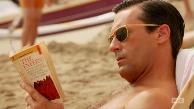 Don Draper con gafas de sol en la playa