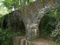 Detall dels arcs de sustentació de l'aqüeducte
