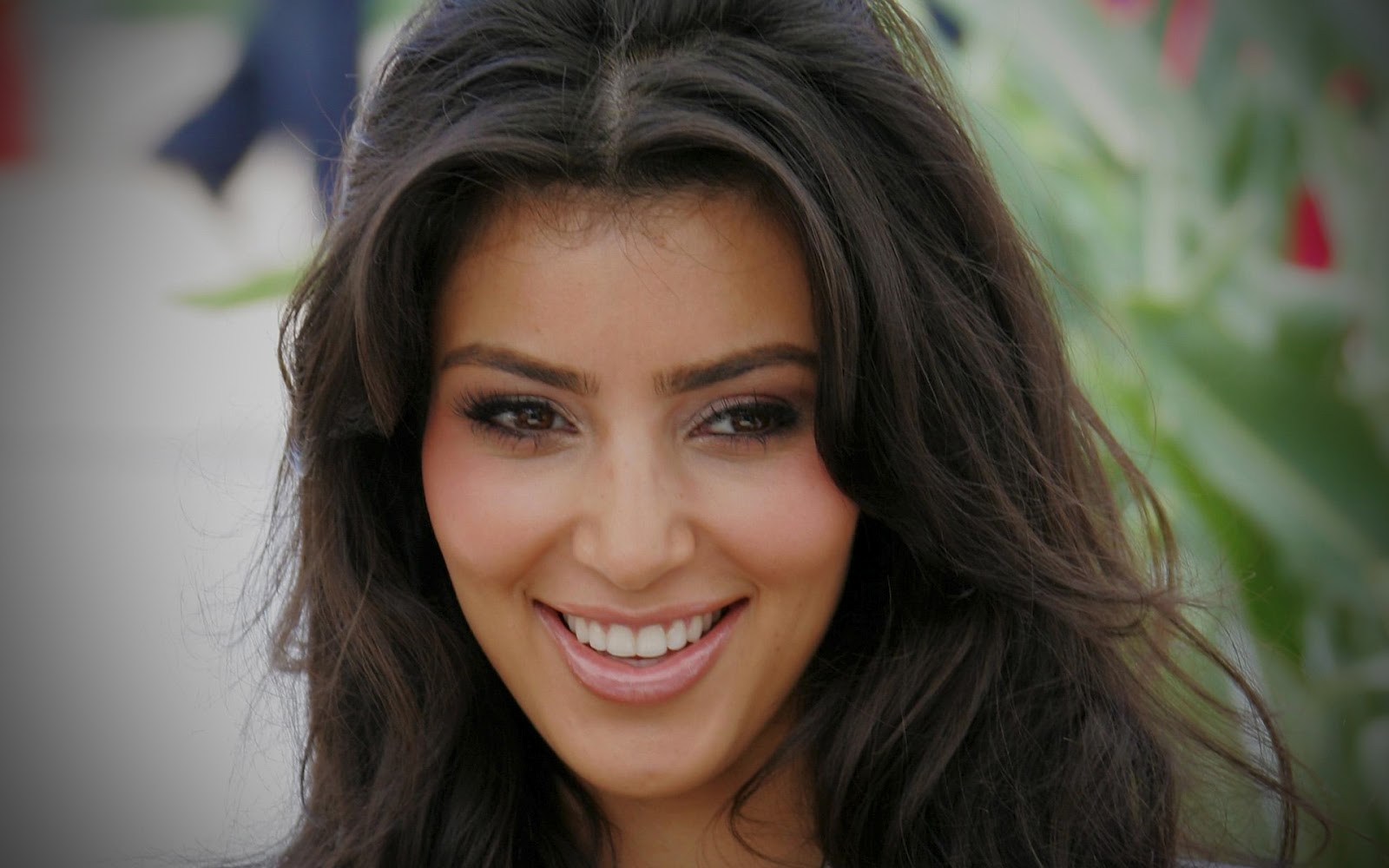 http://4.bp.blogspot.com/-IK2MY-DZ6DA/UFAoM5dulGI/AAAAAAAAJG4/20y1yGhSPmM/s1600/kim-kardashian-glamour-stills-www.chennaifans.blogspot.in+(10).jpg