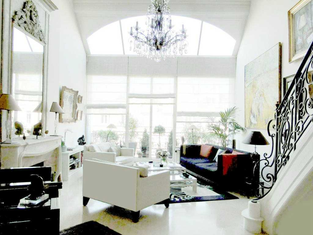 Living room in a paris apartment with white and black dueling sofas