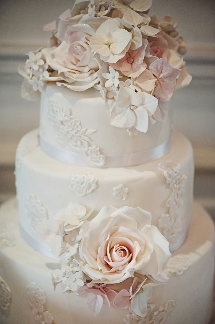ADORED VINTAGE: 10 Vintage Inspired Wedding Cakes ...