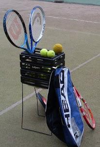 Hervannan tennishallissa tenniksen perusteita e-mail: tennisvalmentaja@gmail.com