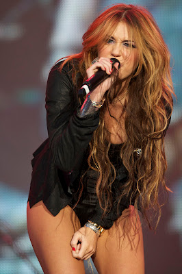 http://4.bp.blogspot.com/-IKXCd8Ur2Qo/UUd5r5UYoDI/AAAAAAAAO08/8c_HLBqKdlw/s400/miley_cyrus_performs_on_stage.jpg