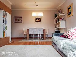 Piso de tres dormitorios en alquiler en Avd. de Monelos, amueblado, garaje. 750€