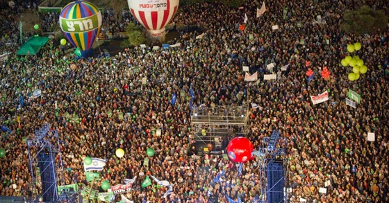 Israelis gather at a rally, calling for a change of Government and to replace Prime Minister Benjamin Netanyahu, at  Rabin Square in Tel Aviv, March 7, 2015. Some 50,000 people took part in the rally, according to local media. (Photo: Reuters/Amir Cohen)