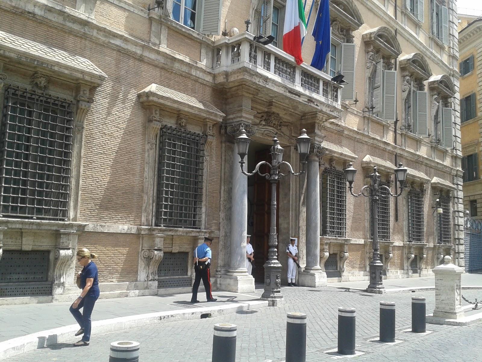 Lettera da atene al parlamento italiano si discuter del for Oggi al parlamento italiano