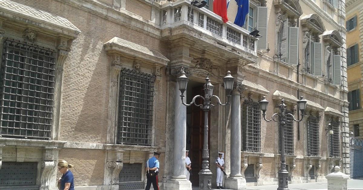 Lettera da atene al parlamento italiano si discuter del for Lavorare al parlamento italiano
