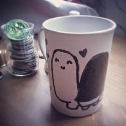 taza pintada a mano con dibujo de tortuga