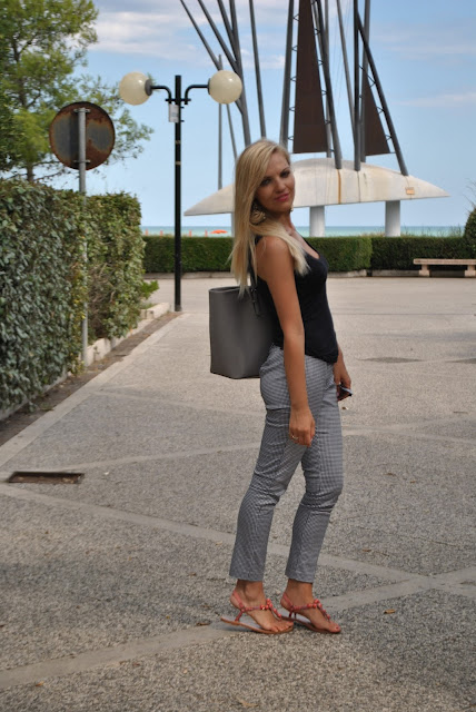 outfit pantaloni modello capri come abbinare i pantaloni modello capri outfit estate 2015 outfit settembre 2015 mariafelicia magno fashion blogger fashion blog italiani blog di moda blogger italiane di moda summer outfit for girls summer outfit capri pants how to wear capri pants