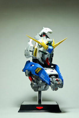 Hi-Nu Gundam Bust