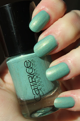 http://lacquediction.blogspot.de/2013/03/catrice-ultimate-nail-lacquer-36-mint.html